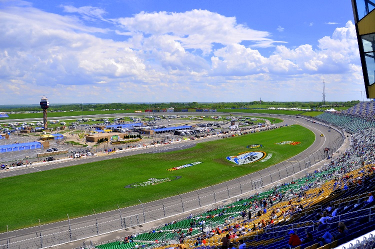 By Balaji (originally posted to Flickr as The Kansas Speedway) [CC BY-SA 2.0 (https://creativecommons.org/licenses/by-sa/2.0)], via Wikimedia Commons